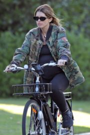 Pregnant Katherine Schwarzenegger Out Riding Bike in Los Angeles 2020/06/13 5