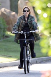 Pregnant Katherine Schwarzenegger Out Riding Bike in Los Angeles 2020/06/13 6