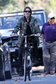 Pregnant Katherine Schwarzenegger Out Riding Bike in Los Angeles 2020/06/13 7