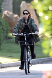 Pregnant Katherine Schwarzenegger Out Riding Bike in Los Angeles 2020/06/13 8