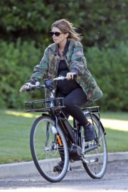Pregnant Katherine Schwarzenegger Out Riding Bike in Los Angeles 2020/06/13 9