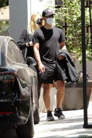 Pregnant Sophie Turner and Joe Jonas Out in Los Angeles 2020/06/20 3