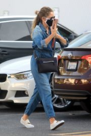 Rebecca Gayheart in Denim Overalls at Shake Shack in Los Angeles 2020/06/19 5