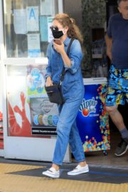 Rebecca Gayheart in Denim Overalls at Shake Shack in Los Angeles 2020/06/19 6