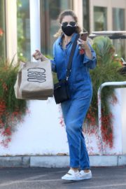 Rebecca Gayheart in Denim Overalls at Shake Shack in Los Angeles 2020/06/19 9