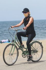 Reese Witherspoon Out Riding a Bike in Malibu 2020/05/31 2
