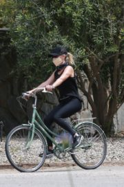 Reese Witherspoon Out Riding a Bike in Malibu 2020/06/12 2