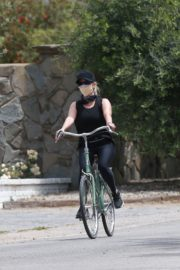 Reese Witherspoon Out Riding a Bike in Malibu 2020/06/12 10