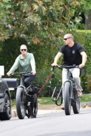 Robin Wright Enjoy Riding a Bike with her husband Clement Giraudet in Brentwood 2020/06/02 3