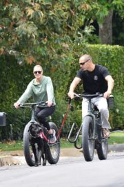 Robin Wright Enjoy Riding a Bike with her husband Clement Giraudet in Brentwood 2020/06/02 5