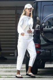 Rosie Huntington-Whiteley Arrives at Her Home in Beverly Hills 2020/06/04 2