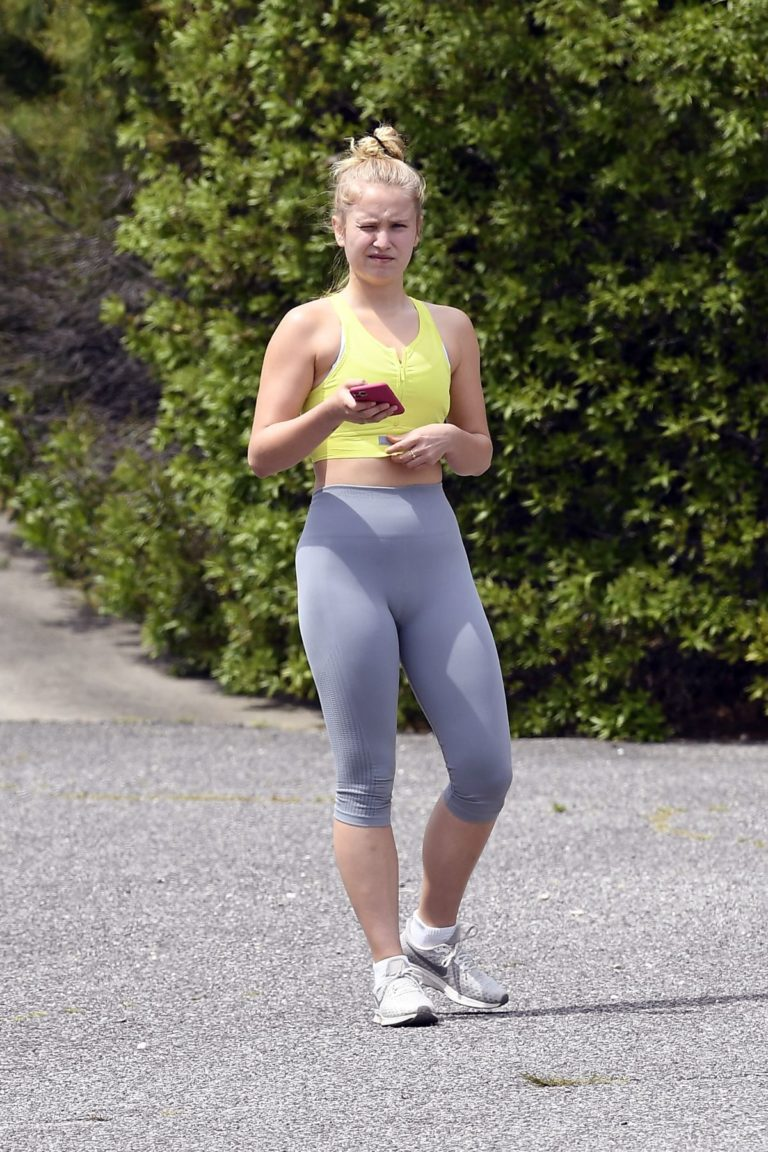 Sailor Brinkley Out Jogging in East Hampton 2020/05/30 2