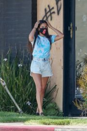 Sara Sampaio Out with Her Dogs in Los Angeles 2020/06/04 1