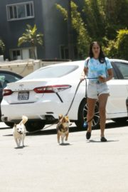 Sara Sampaio Out with Her Dogs in Los Angeles 2020/06/04 4