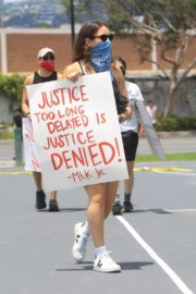 Sarah Sutherland at a Black Lives Matter Protest in West Hollywood 2020/06/06 1