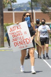 Sarah Sutherland at a Black Lives Matter Protest in West Hollywood 2020/06/06 4