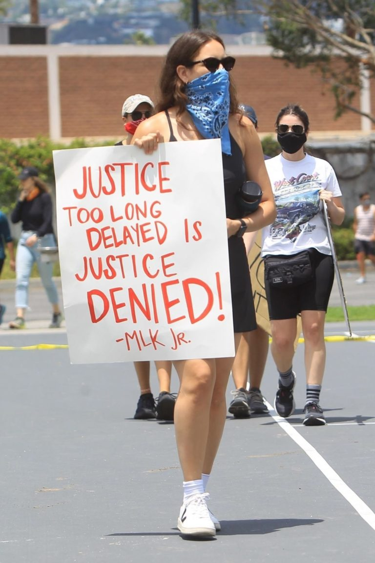 Sarah Sutherland at a Black Lives Matter Protest in West Hollywood 2020/06/06 6