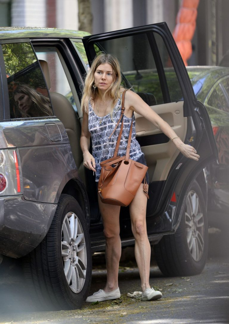 Sienna Miller Out and About in New York 2020/05/31 5