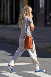 Sienna Miller Out and About in New York 2020/06/12 3