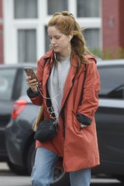 Sophie Rundle Out Shopping in London 2020/06/08 1