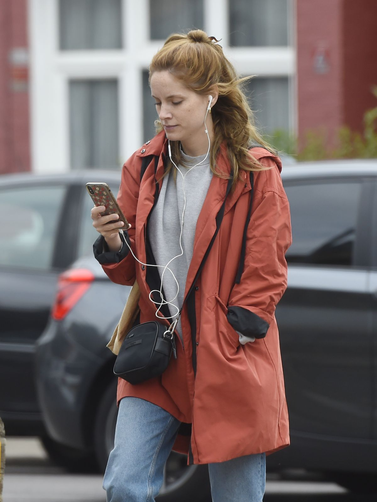 Sophie Rundle Out Shopping in London 2020/06/08 in 2020