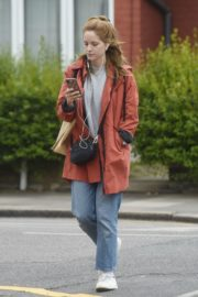Sophie Rundle Out Shopping in London 2020/06/08 3