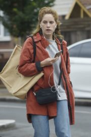 Sophie Rundle Out Shopping in London 2020/06/08 5