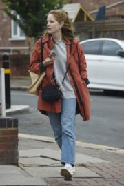 Sophie Rundle Out Shopping in London 2020/06/08 6