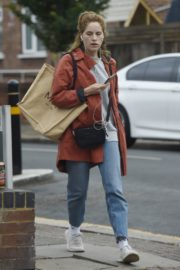 Sophie Rundle Out Shopping in London 2020/06/08 7