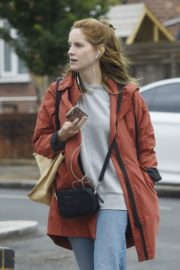 Sophie Rundle Out Shopping in London 2020/06/08 8