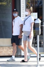 Sophie Turner and Joe Jonas Out in Los Angeles 2020/06/21 1