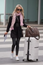 Stacey Hampton Out with Luggage in Melbourne 2020/05/31 3