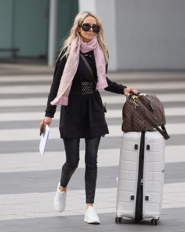 Stacey Hampton Out with Luggage in Melbourne 2020/05/31 4