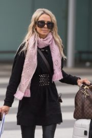 Stacey Hampton Out with Luggage in Melbourne 2020/05/31 5