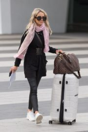 Stacey Hampton Out with Luggage in Melbourne 2020/05/31 6