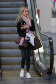 Stacey Hampton Out with Luggage in Melbourne 2020/05/31 7