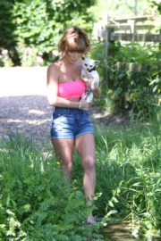 SUMMER Monteys-Fullam Out with Her Dog in Green Fields in London 2020/05/29 11