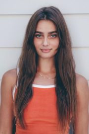 Taylor Hill Cut Her Hair Photos Shared in Instagram 2020/06/20 1