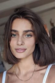Taylor Hill Cut Her Hair Photos Shared in Instagram 2020/06/20 4