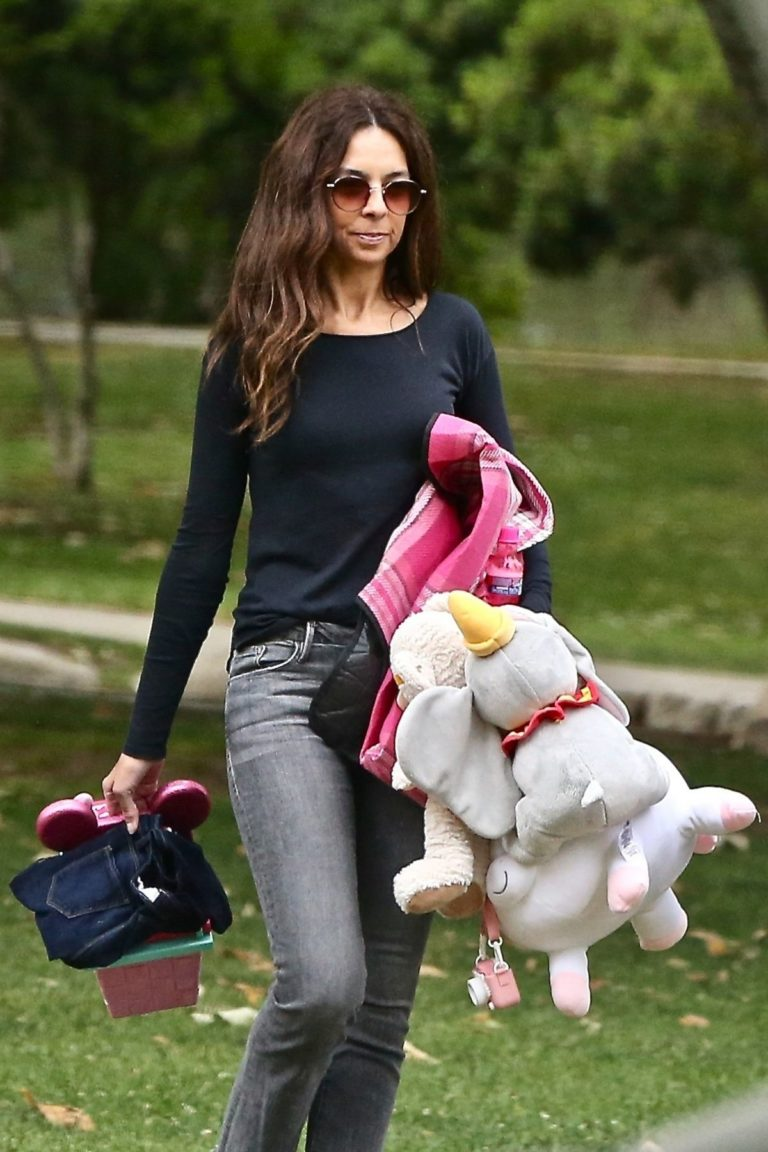 Terri Seymour Out at a Park in Beverly Hills 2020/06/05 6