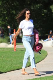 Terri Seymour Out at a Park in Beverly Hills 2020/06/19 3
