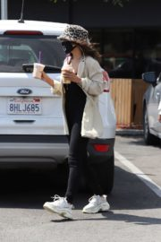Vanessa Hudgens Out for Coffee in Los Angeles 2020/06/06 1