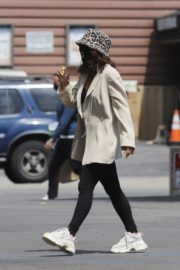 Vanessa Hudgens Out for Coffee in Los Angeles 2020/06/06 4