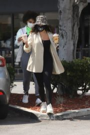 Vanessa Hudgens Out for Coffee in Los Angeles 2020/06/06 7