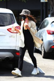 Vanessa Hudgens Out for Coffee in Los Angeles 2020/06/06 9