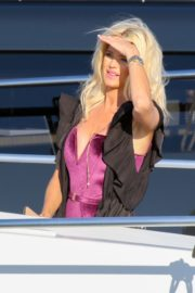 Victoria Silvstedt Out Shopping in Saint Tropez 2020/05/31 3