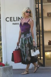 Victoria Silvstedt Out Shopping in Saint Tropez 2020/05/31 4
