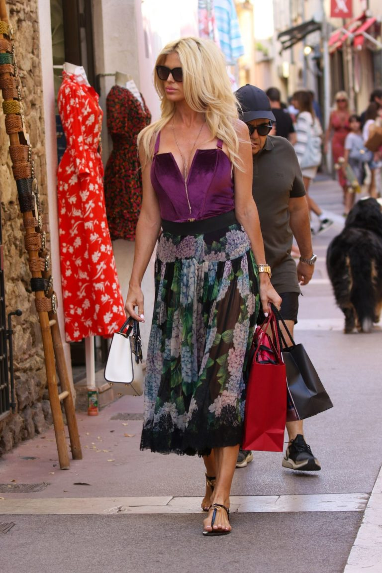 Victoria Silvstedt Out Shopping in Saint Tropez 2020/05/31 8