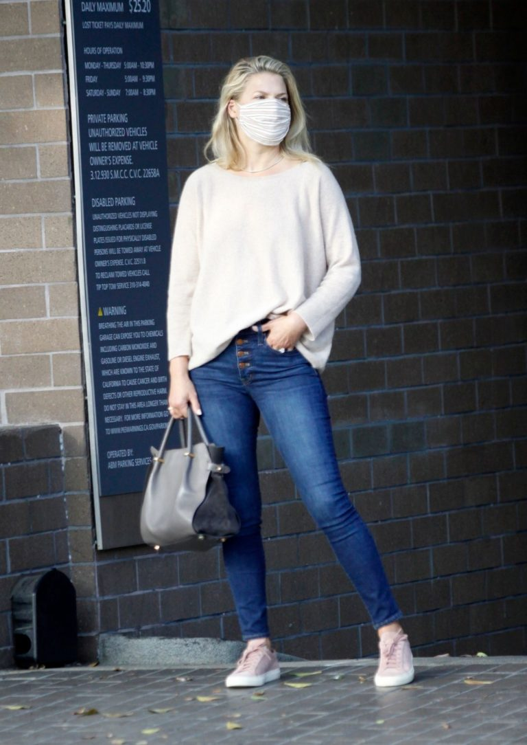 Ali Larter Out and About in Santa Monica 2020/09/17 9