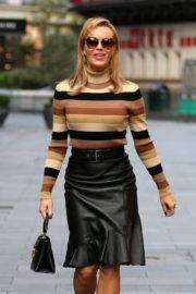 Amanda Holden in a Leather Skirt Arrives at Global Radio in London 2020/09/25 4